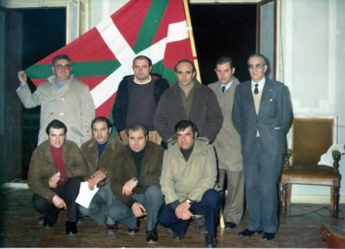 1977 Ikurriñaren legeztatzea